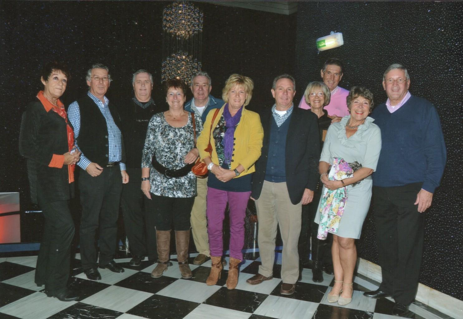 Links naar rechts: Tiny en Hans Bauerlein, Hans Smedema, Bep en Theo van Mierlo, Joke Laven en André Gruters, Marian en Hans Stigter, vriendin en Piet Stigter.